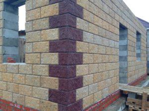 Стена из пазогребневого блока, фото со стройки