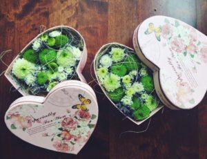 Цветы в коробочке в форме сердца от интернет-магазина ОкЦветок